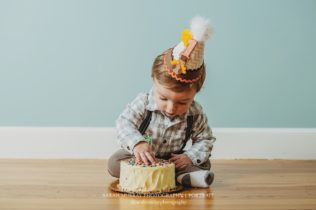 Family Photo Session and Cake Smash Birthday in Sudbury Massachusetts Sarah Murray Photography
